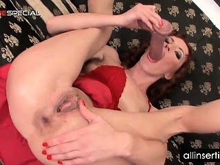 Redhead self fucks her cunt...